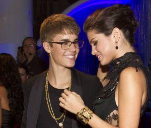 Justin Bieber e Selena Gomez estão na Jamaica para o casamento de Jeremy Bieber