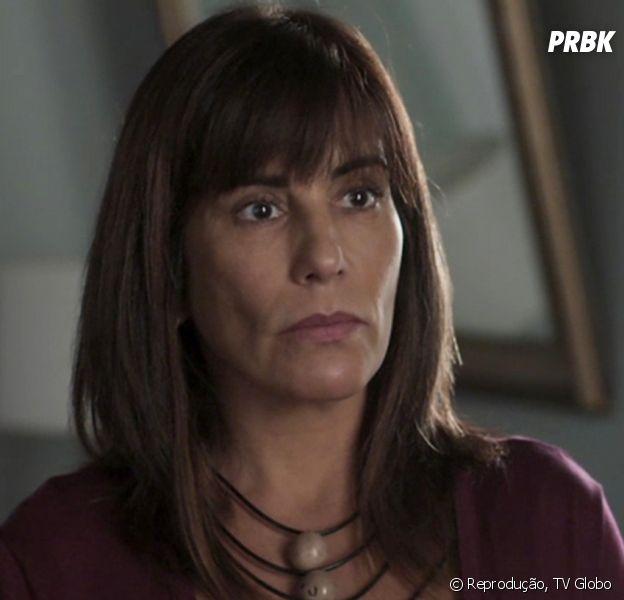 """Em """"O Outro Lado do Paraíso"""": Beth (Gloria Pires) se desespera e tenta beber álcool e perfume"""