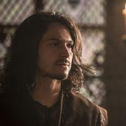 """Novela """"Deus Salve o Rei"""": Afonso (Romulo Estrela) cai em armadilha de Catarina e Rodolfo"""