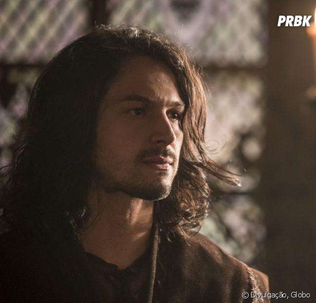 """Em """"Deus Salve o Rei"""", Afonso (Romulo Estrela) é descoberto em emboscada de Catarina (Bruna Marquezine) e Rodolfo (Johnny Massaro)"""