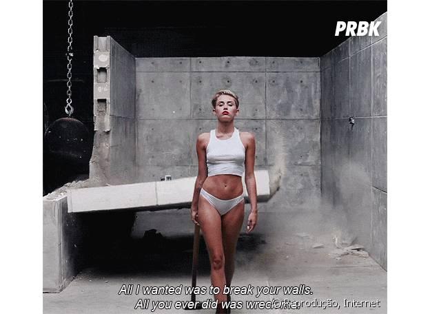 Miley Cyrus no clipe de Wrecking Ball