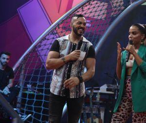 Anitta canta ao lado de convidados em seu programa no Multishow