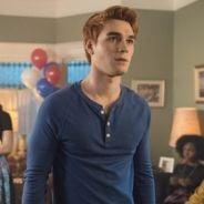 """Em """"Riverdale"""": na 2ª temporada, Archie preso e retorno surpreendente marcam season finale!"""