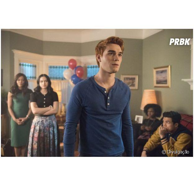 """Em """"Riverdale"""", Archie (KJ Apa) é preso e mais novidades da season finale"""