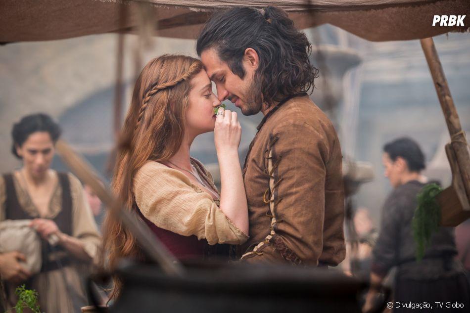 """Em """"Deus Salve o Rei"""": Amália (Marina Ruy Barbosa) decide que é melhor se separar de Afonso (Romulo Estrela) para salvar o reino"""