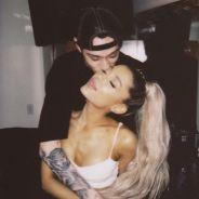 Ariana Grande aparece em público pela primeira vez após ficar noiva de Pete Davidson