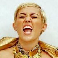 Miley Cyrus posta foto nua no Instagram para mostrar machucado no corpo