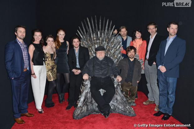 """Em outubro sai mais um livro de """"Game of Thrones"""", com autoria de George R. R. Martin:""""O Mundo de Gelo e Fogo"""""""