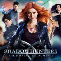 """De """"Shadowhunters"""", fãs tentam evitar cancelamento e contratam avião para sobrevoar sede da Netflix!"""