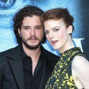"""De """"Game of Thrones"""", Kit Harington e Rose Leslie se casaram e o elenco da série estava lá!"""