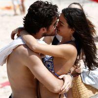 "Na novela ""Boogie Oogie"": Sandra e Rafael passam dia de folga na praia"