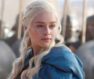 """Daenerys (Emilia Clarke) em cena de """"Game of Thrones"""""""