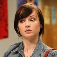 "Na 4ª temporada de ""Awkward"": Novo sneak peek dá foco à gravidez de Eva"