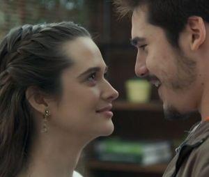 """Juliana Paiva e Nicolas Prattes, de """"O Tempo Não Para"""", formam um casal na vida real também!"""