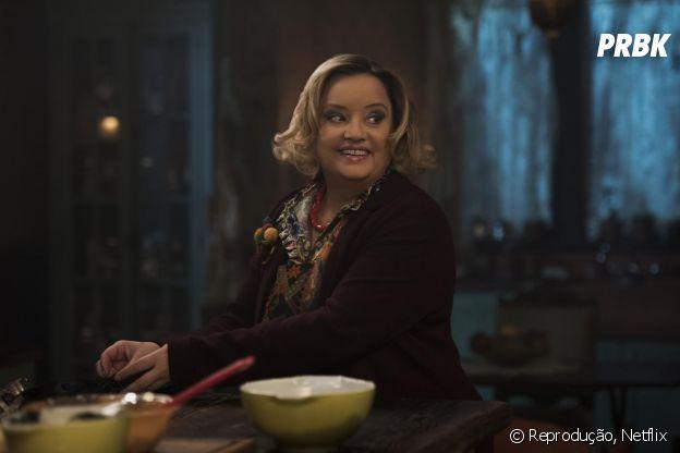"""Hilda (Lucy Davis) é a tia mais carinhosa de Sabrina em """"O Mundo Sombrio de Sabrina"""""""