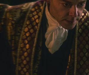 """O padre Blackwood (Richard Coyle) esconde um grande segredo em """"O Mundo Sombrio de Sabrina"""""""
