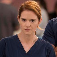 """Sarah Drew, de """"Grey's Anatomy"""", compara saída da série com funeral"""