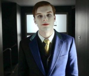 """Série """"Gotham"""": novas imagens mostram novo visual de Jeremiah (CameronMonaghan) como o Coringa"""