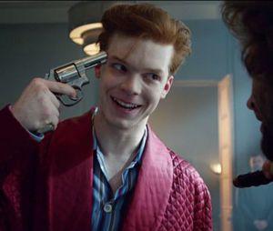 """Em """"Gotham"""": novo visual de Jeremiah (CameronMonaghan) como Coringa está incrível!"""