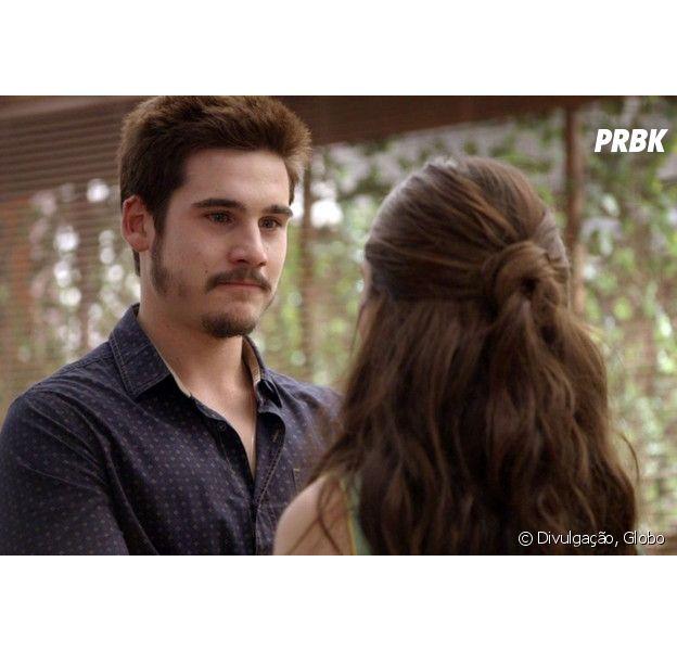 """Em """"O Tempo Não Para"""", Marocas (Juliana Paiva) descobre que Waleska (Carol Castro) pode estar grávida de Samuca (Nicolas Prattes)"""