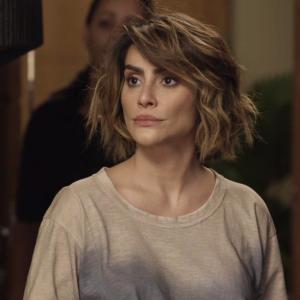 """Betina faz a maluca e se interna numa clínica psiquiátrica em """"O Tempo Não Para"""""""