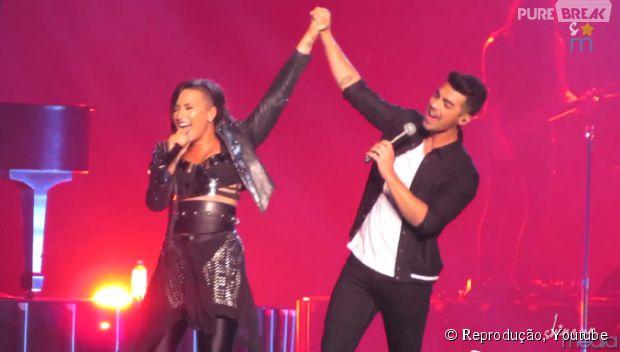 """Demi Lovato e Joe Jonas levam o público à loucura com apresentação surpresa da música """"This is Me"""""""