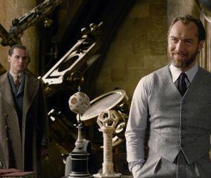 """Animais Fantásticos: Os Crimes de Grindelwald"" explora sexualidade de Dumbledore (Jude Law), ainda que de forma sutil"