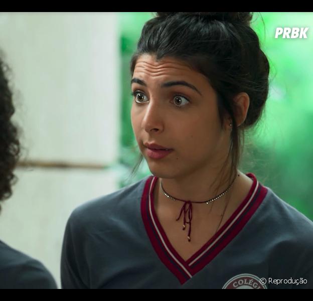 """Em """"Malhação - Vidas Brasileiras"""": Pérola (Rayssa Bratillieri) descobre que a mulher de toalha na casa de Márcio (André Luis Frambach) é sua mãe"""