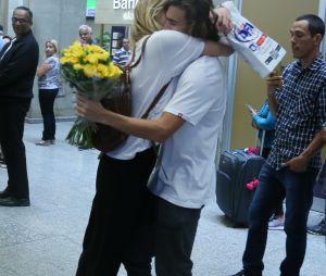 Sasha Meneghelfica toda emocionada com surpresa feita pelo namorado Bruno Montaleone