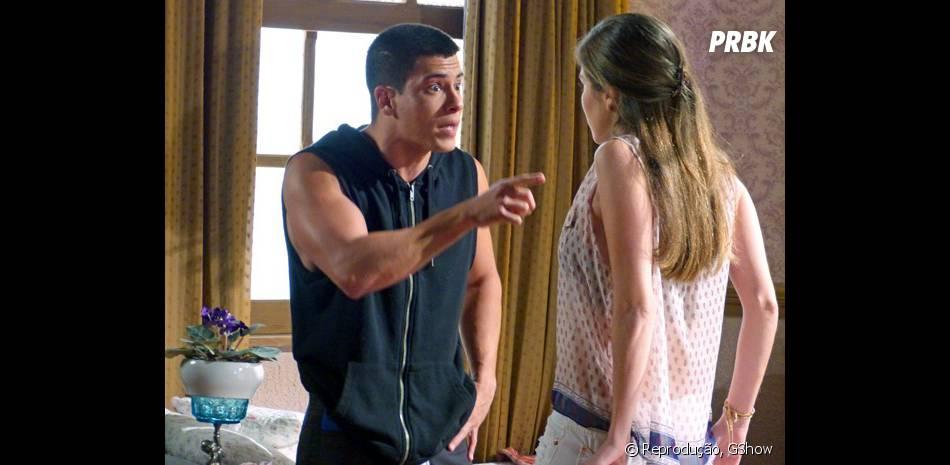 """Em """"Malhação"""", Duca (Arthur Aguiar) briga com Bianca (Bruna Hamú) após saber que ela usou o dinheiro para pagar Pedro (Rafael Vitti) caso ele namorasse Karina (Isabella Santoni)"""