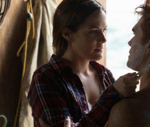 """Em """"Riverdale"""": Archie (KJ Apa) é preso pela nova personagem e precisa da ajuda de Jughead (Cole Sprouse) para fugir"""