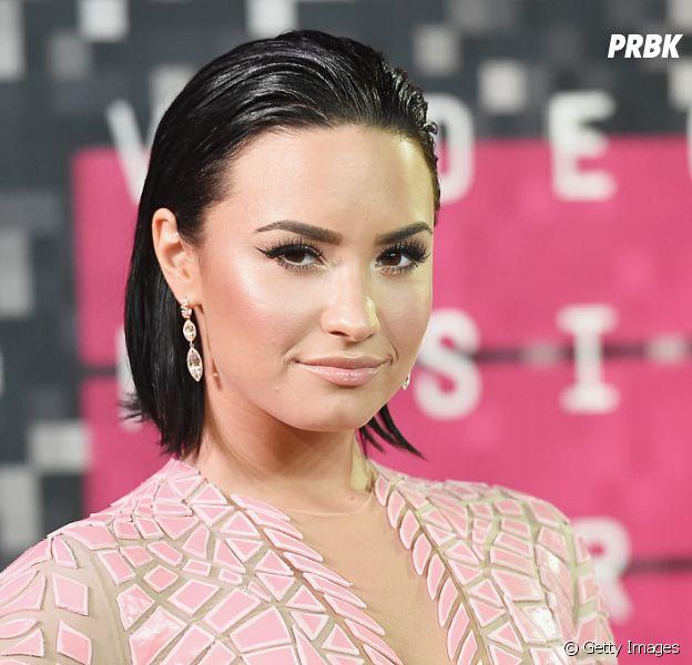 """Demi Lovato reclama de notícias sobre ela: """"""""Se eu sentir que o mundo precisa saber de alguma coisa, eu mesma contarei"""""""