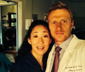 """De """"Grey's Anatomy"""": Cristina (Sandra Oh) e Owen (Kevin McKidd) não terminaram juntos, mas amizade dos atores continuou"""