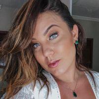 Cacau Macedo fala sobre sexualização do corpo feminino com uma foto linda em praia de nudismo!