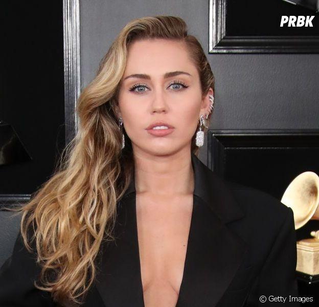 Miley Cyrus assumiu que seu primeiro beijo com em uma menina