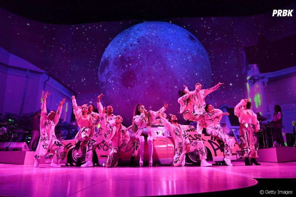 """""""Sweetener World Tour"""": Ariana Grande montou um verdadeiro balé em cima do palco"""
