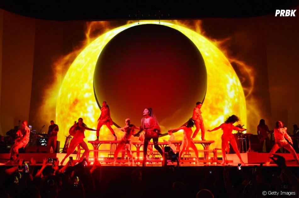 """""""Sweetener World Tour"""": Ariana Grande consegue elevar a temperatura de qualquer lugar com as suas músicas, né?"""