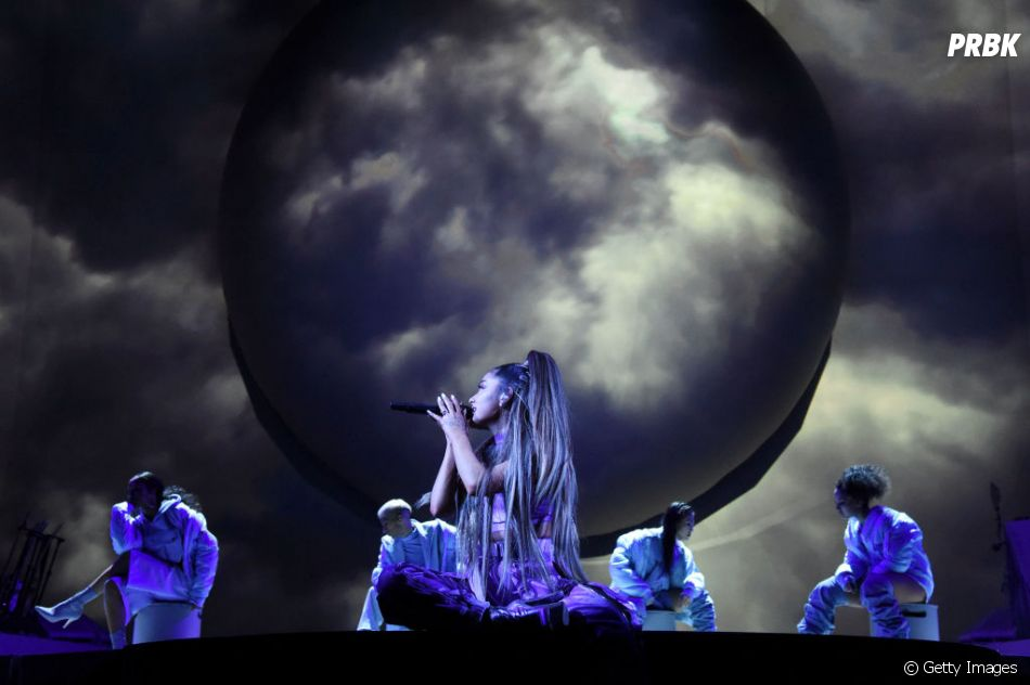 """Sweetener World Tour"": Ariana Grande sempre se destaca, né?"