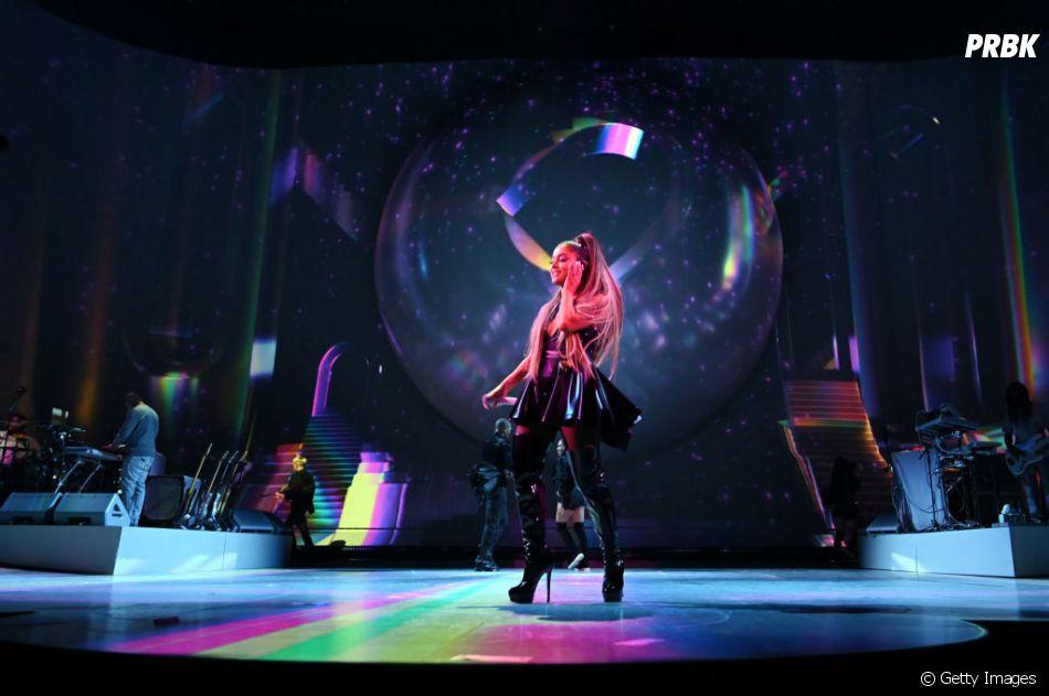 """""""Sweetener World Tour"""": Ariana Grande sabe que não precisa fazer muito para fazer bonito"""