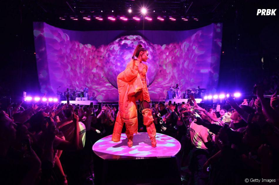 """""""Sweetener World Tour"""": Ariana Grande cresce em cima do palco, né?"""
