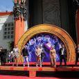 """Elenco de """"Vingadores"""" agora tem suas mãos na Calçada da Fama de Hollywood"""