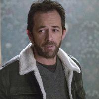 """O showrunner de """"Riverdale"""" falou sobre escrever a saída de Luke Perry da série"""