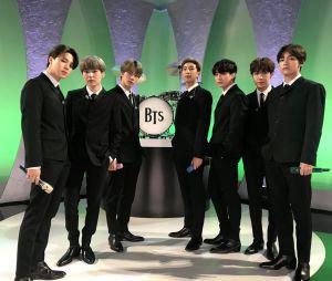 """BTS se apresenta no """"The Late Show With Stephen Colbert"""" com direito a homenagem aos Beatles"""