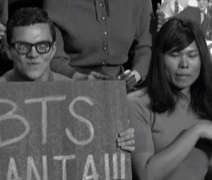 """BTS apresenta """"Boy With Luv"""" e faz homenagem aos Beatles no """"The Late Show With Stephen Colbert"""""""