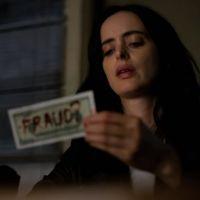 """Novo trailer de """"Jessica Jones"""" mostra que heroína será alvo de serial-killer na 3ª temporada"""