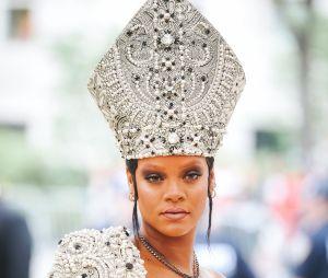 Seria Rihanna um Deus disfarçado? Essas provas vão te fazer pensar no assunto