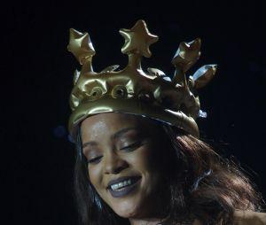Rihanna é simplesmente deus disfarçado e nós vamos te provar