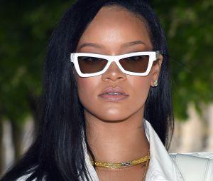 Vocês já perceberam que a Rihanna é perfeita em tudo? Portanto, seria ela deus? :o