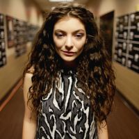 Lorde sopra velinhas: Celebre os 18 anos da diva com uma retrospectiva especial!