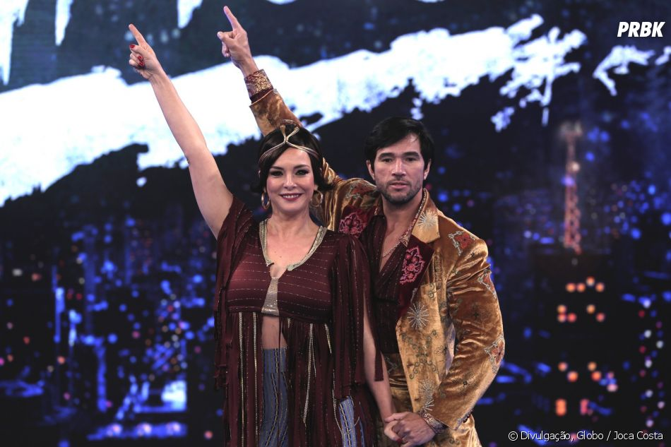"""""""Dança dos Famosos"""": Fernanda Abreu arrasou em look brilhante"""